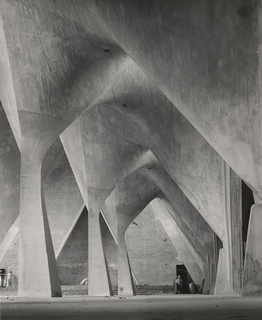 [arches of Iglesia de la Virgen Milagrosa, Mexico City, by the architect Félix de la Candela]